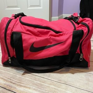 Nike Medium Duffel - Hot Pink